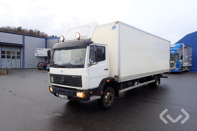 Mercedes 1117 4x2 Box (tail lift) - 98