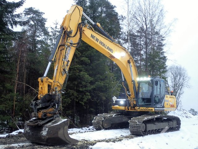 New Holland E305C Crawler excavator - 12