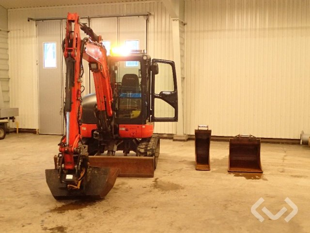 Kubota U55-4 Mini excavator with tiltrotator and 3 buckets - 12