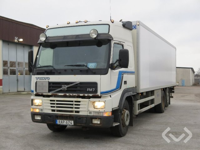 Volvo FM7 6x2 Box (tail lift) - 00