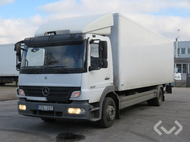 Mercedes 1224 L 4x2 Box (tail lift) - 10