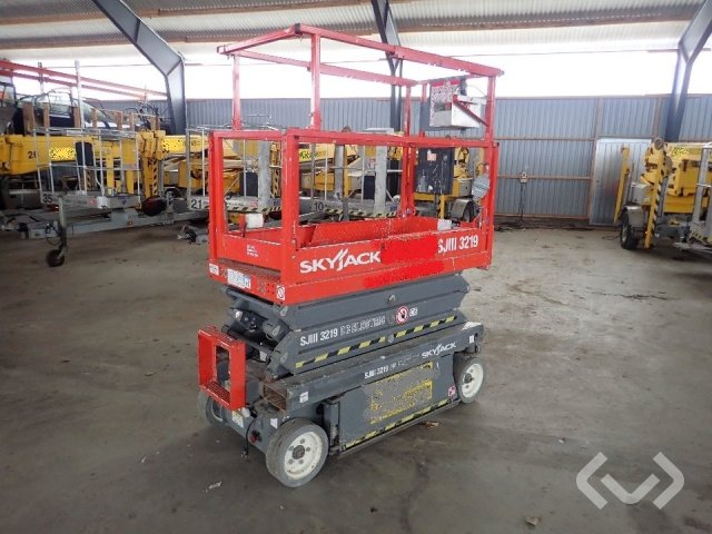 SkyJack SJIII 3219 Scissor Lift (Electric) - 12