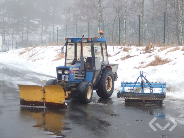 Iseki TE 4270 F Compact tractor with plow, spreader and sweeper - 84