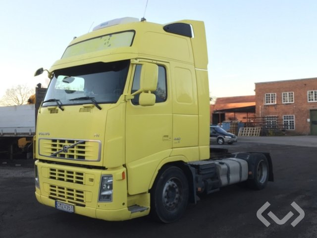 Volvo FH440 4x2 Tractor - 08