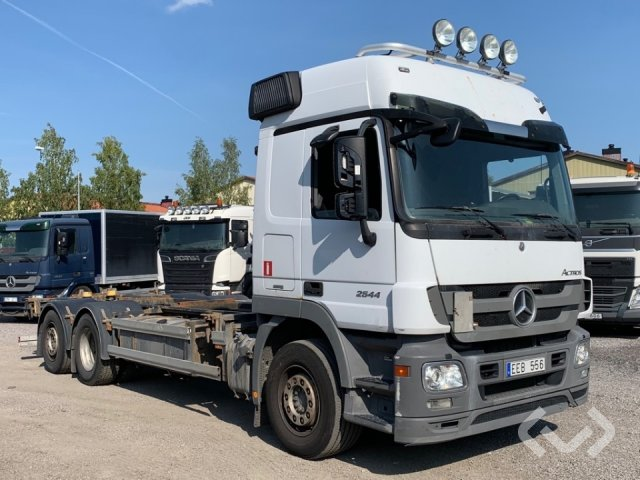 Buy a used Mercedes ACTROS 2544 L 6x2*4 Tractor - 11 at