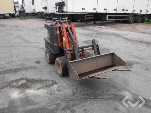 Ditch Witch R300 Zahn Minilastare 4wd