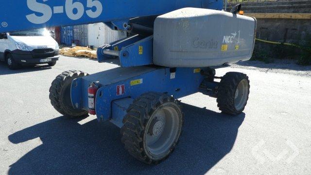 Genie S-65 Bomlift - 12