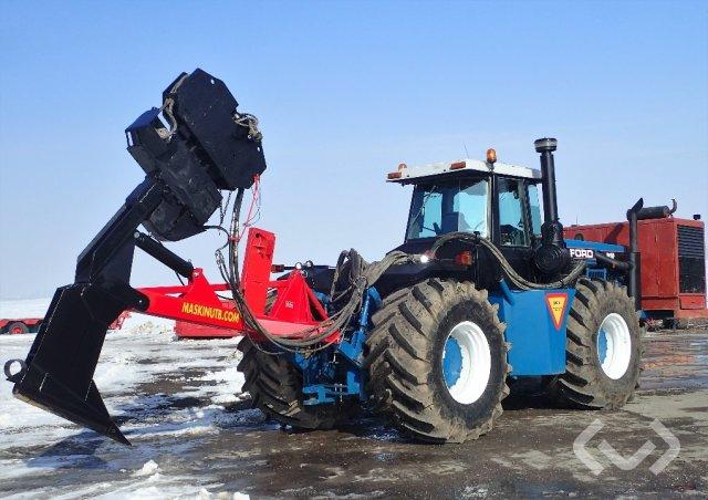 Ford 946 Traktor med utrustning - 91