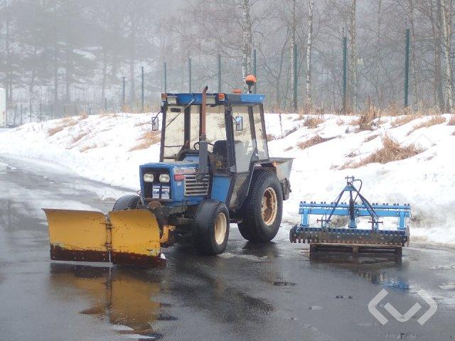 ISEKI TE 4270 F Kompakttraktor med plog, spridare och borste - 84