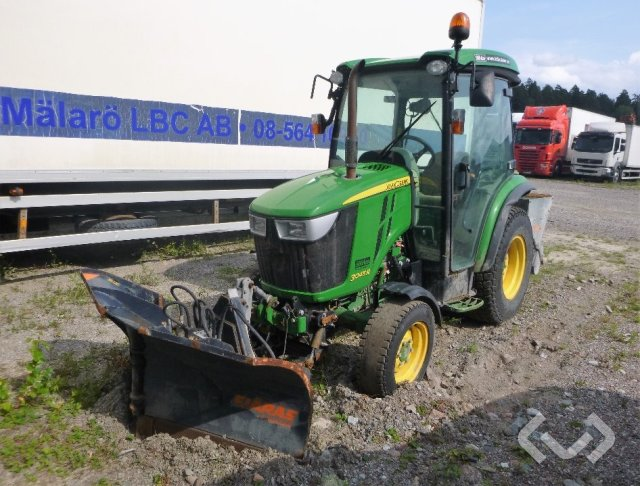 John Deere 3045R  Traktor (Rep.objekt) med Fjärås vikplog och spridare - 14