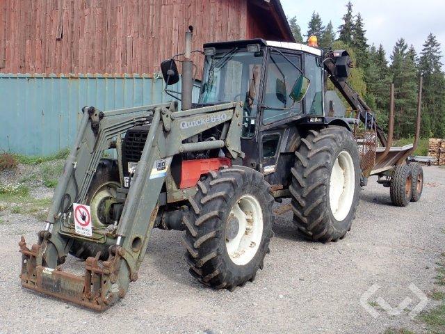Valmet 665 Traktor med lastare, skopa och timmervagn - 93