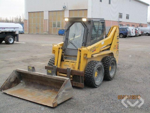 Gehl 4635 SXT Kompaktlastare med grävaggregat, skopor och gafflar - 02