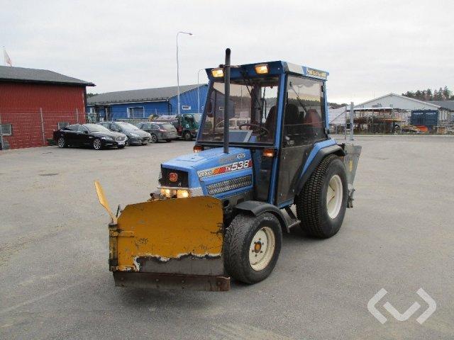 ISEKI TK538 Kompakttraktor med vikplog och spridare - 01